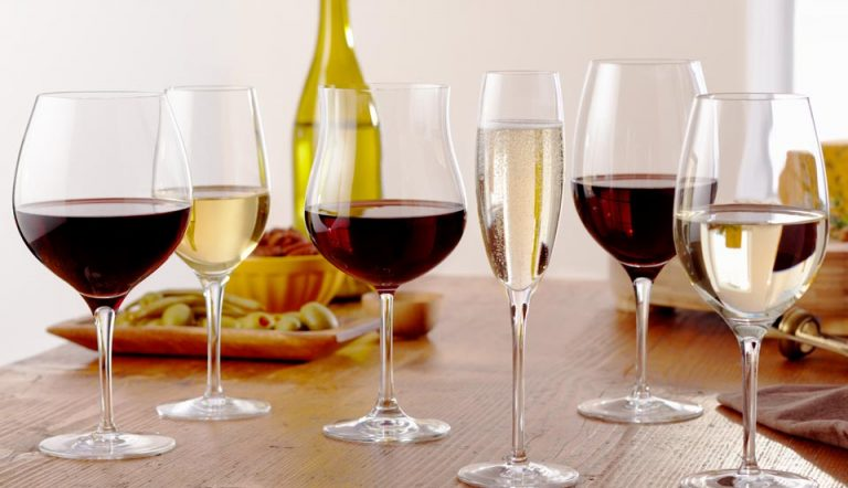 We Taste Wine With Our Eyes
