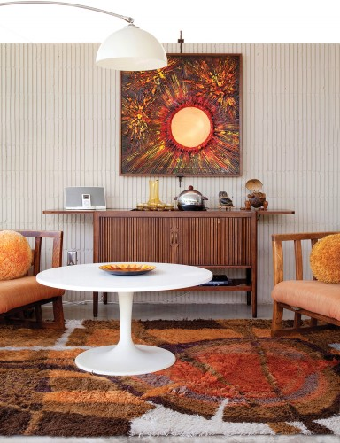 Era-appropriate furnishings decorate the 1964 George Bissell Horizon House.