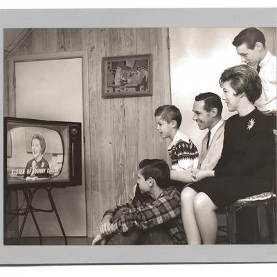 """Sotzing (second from left), and his family watch his mother Catharine's 1961 appearance on """"The Tonight"""" with Jack Paar after the network announced Carson would take over as host."""