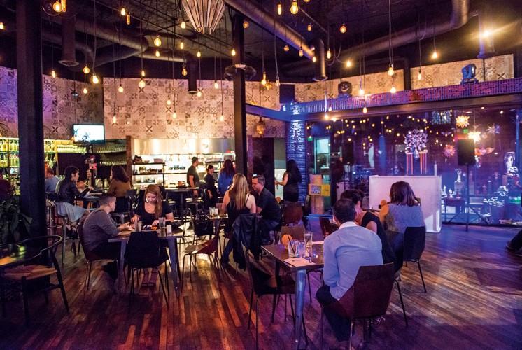 KutsiRestaurant_NightInteriors_007