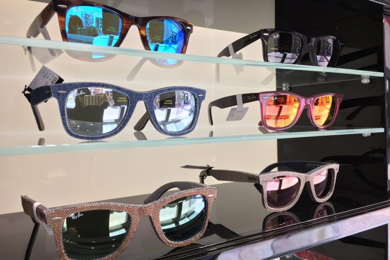 Find Some Shades at Ray-Ban Then Get Your Pic Snapped at Blink Inc.!