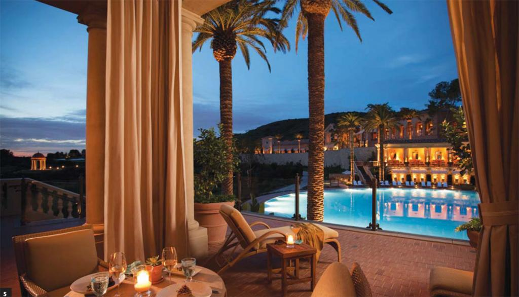 5/ Poolside dining