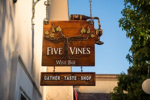 five-vines-sign