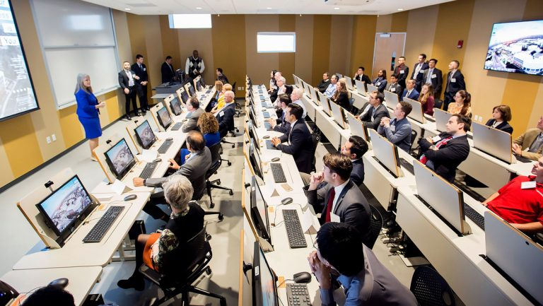 Business Students Thrive in High-Tech, Interactive Lab That Mirrors Trading Floors at Global Investment Firms