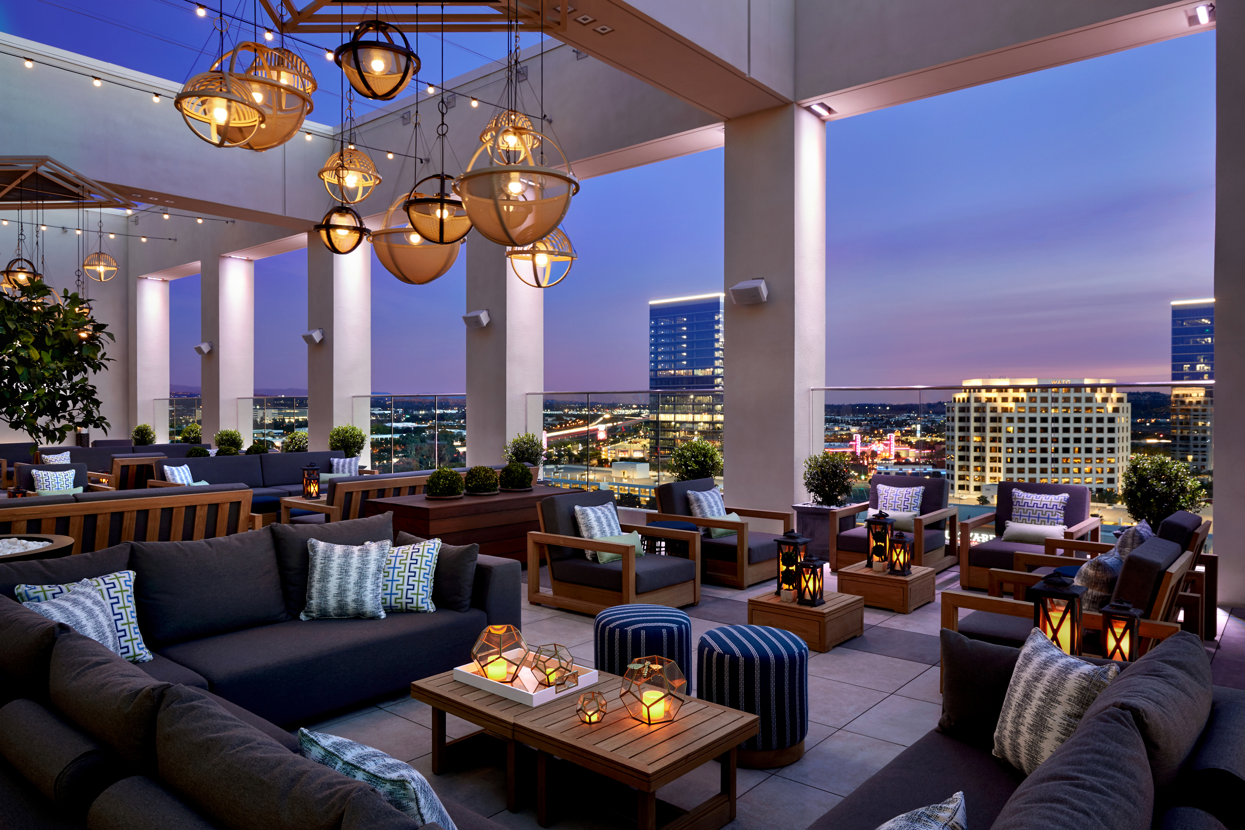 Honey Is The Theme At Marriott Irvine Spectrums New Rooftop Bar And