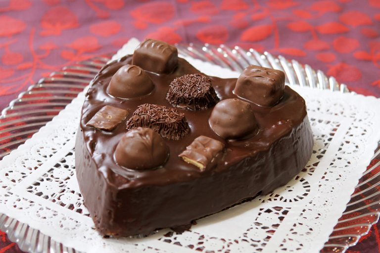 How to Make Cathy Thomas' Decadent Chocolate Candy Box Cake